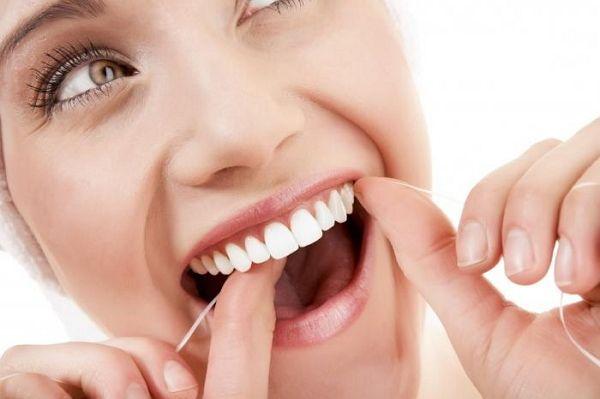 Чищення зубів від каменю