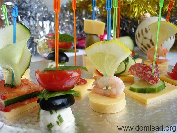Яскрава і соковита новорічна закуска - канапе 4х видів, рецепт з фото.