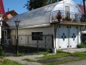 Заощаджуємо місце: теплиця на даху приватного будинку