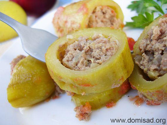 Кабачки з фаршем (м`ясом), помідорами і часником - рецепт з фото.