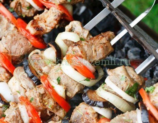 Як приготувати на мангалі смачний шашлик і не тільки