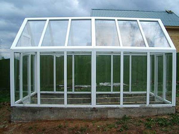 Теплиця з пластикових пляшок