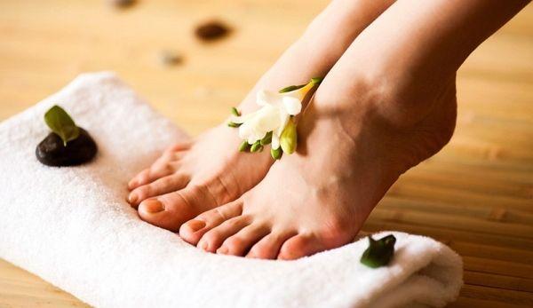 Комплексний догляд або відповідна маска для ніг