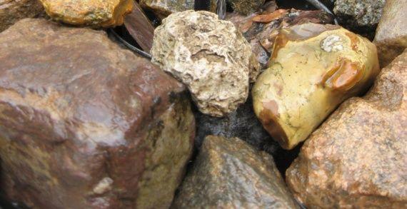 камені для декорування садового водоймища