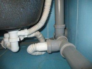Монтаж каналізації в квартирі і приватному будинку своїми руками.