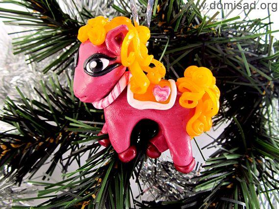Новорічні ялинкові іграшки з полімерної глини своїми руками - робимо поні.