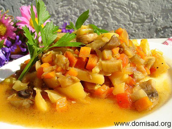 Овочеве рагу з кабачками, баклажанами і грибами - рецепт з фото.
