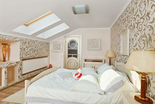 Спальня в мансарді