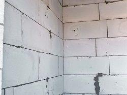 Переваги та недоліки газобетонних блоків для будівництва будинку.