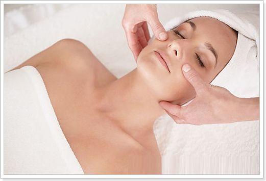 Переваги масажу обличчя масажером