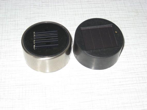 поверхню сонячної батареї садового світильника