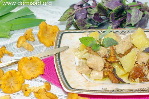 Тушкована курка з картоплею та грибами в мультиварці, покроковий рецепт.
