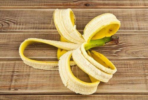 Добриво для кімнатних і городніх рослин з бананової шкірки