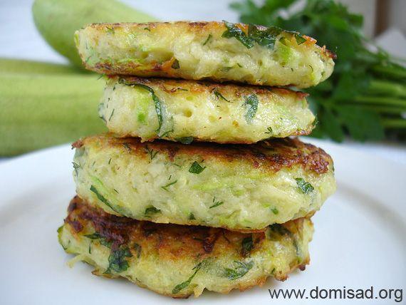 Смачні кабачкові оладки - рецепт овочевих котлет з кабачків з фото.