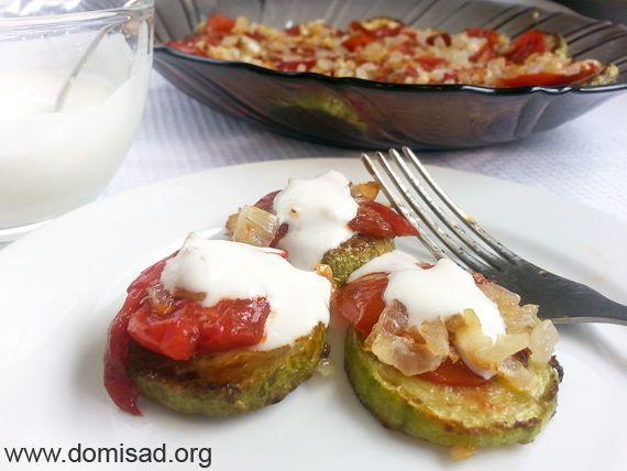 Смажені кабачки кружечками (кільцями) з помідорами - рецепт з фото.